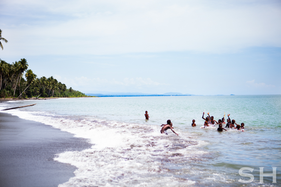 Beach, Papua New Guinea, children