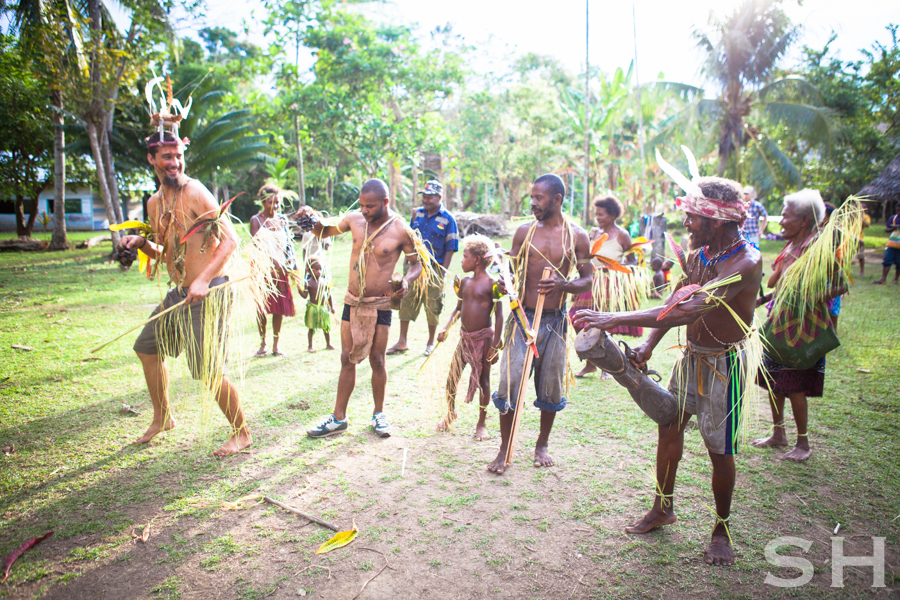 Papua New Guinea, Singsing, men, dancing, children